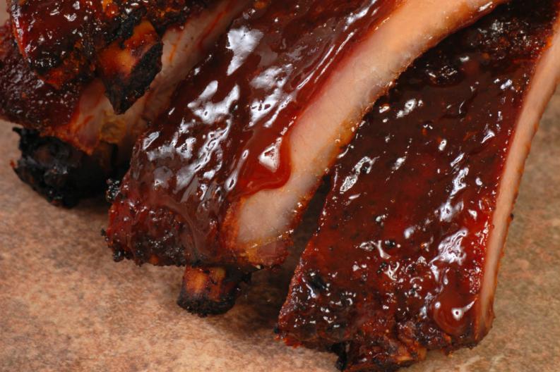 clásicas costillas de cerdo con salsa barbacoa