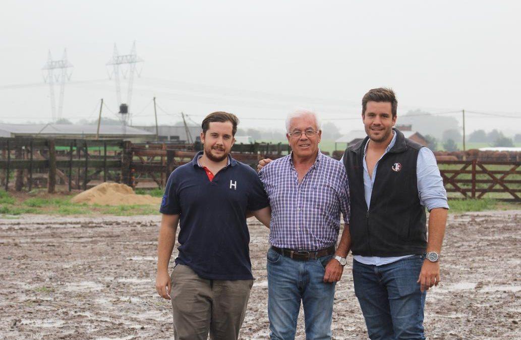 Carlos Monvale: De criar gallinas en su casa a vender 100.000 pollos al mes