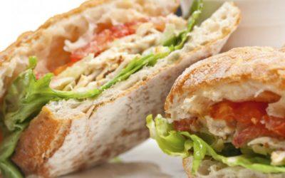 Pollo a la italiana en pan ciabatta para una cena fácil y rápida